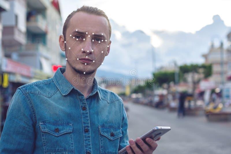 Het concept een nieuwe technologie van gezichtserkenning op wordt veelhoekig net geconstrueerd door punten van IT veiligheid en b stock afbeelding
