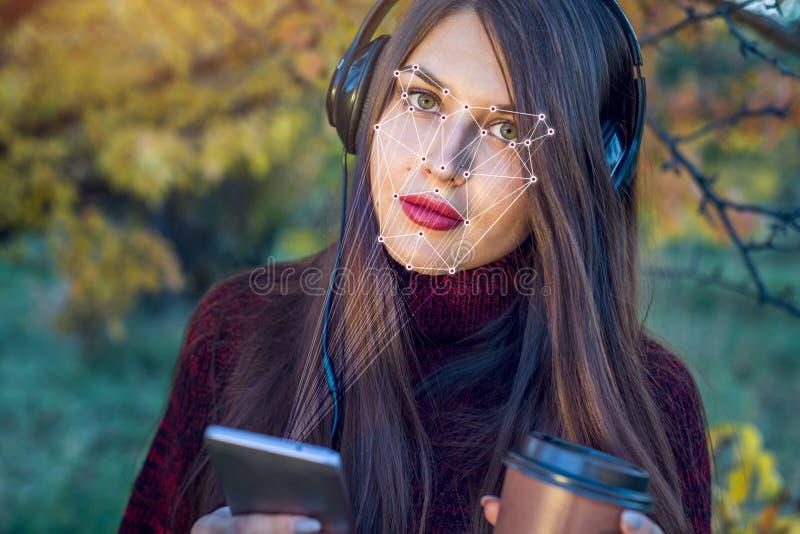 Het concept een technologie van gezichtserkenning op wordt veelhoekig net geconstrueerd door punten van IT veiligheid en bescherm royalty-vrije stock afbeelding