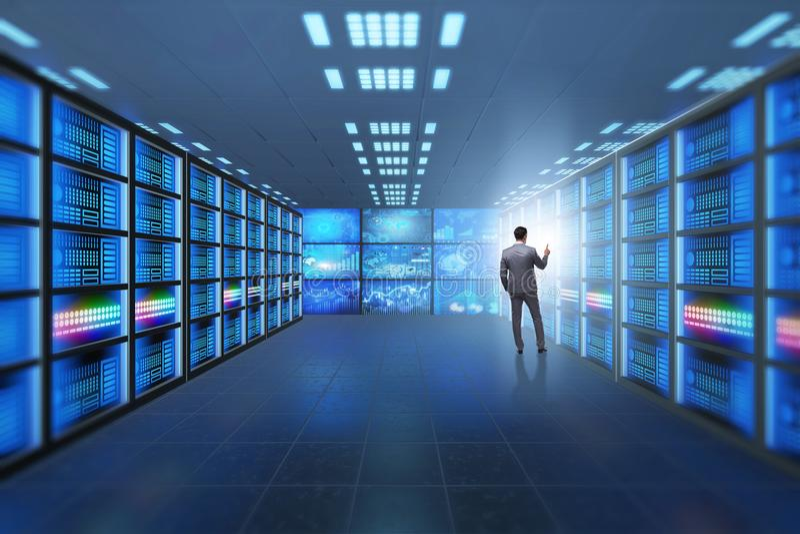 Het concept groot gegevensbeheer met zakenman royalty-vrije stock afbeeldingen