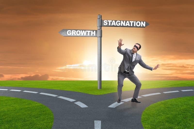 Het concept keus tussen de groei en stagnatie stock afbeeldingen