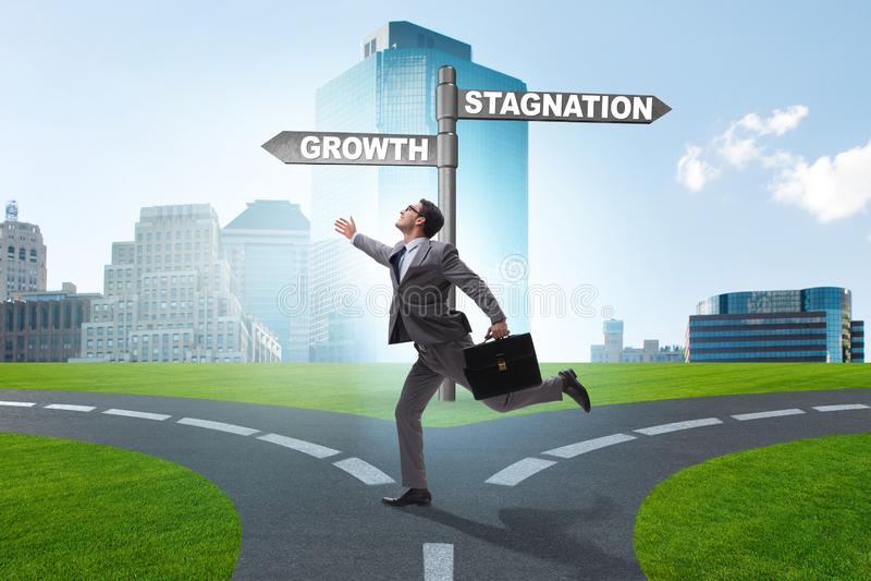 Het concept keus tussen de groei en stagnatie stock foto's