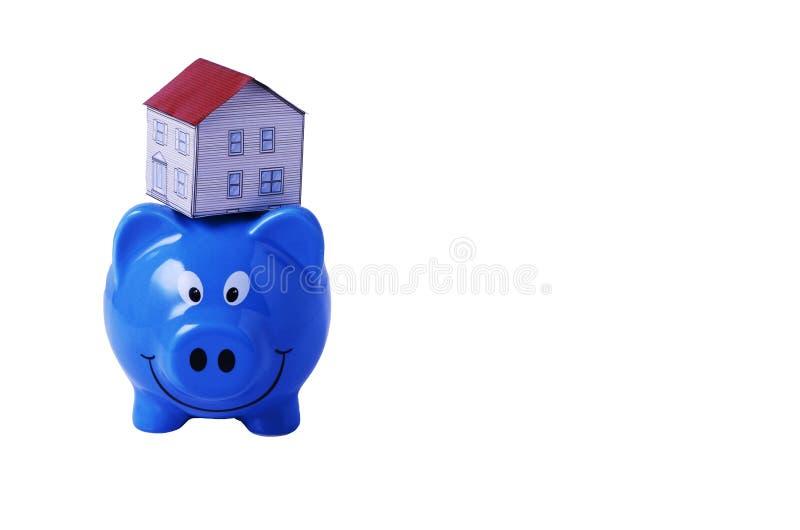 Het concept van het besparingsplan met het document hierboven van het Spaarvarken en van het huis stock afbeeldingen