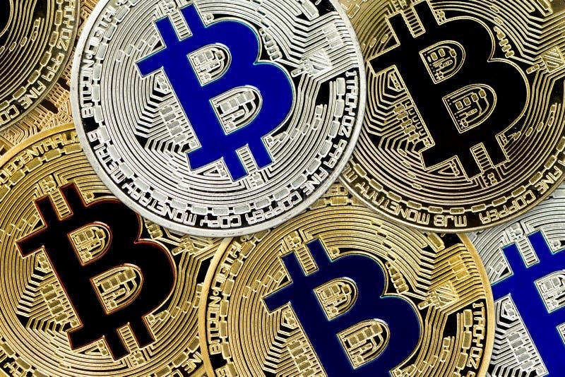 Het concept van Bitcoincryptocurrency virtuele munt virtuele muntstukken als achtergrond stock foto's