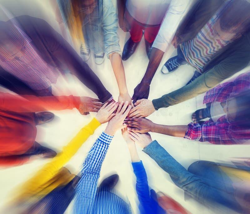 Het Concept van Clasped van groeps Mensen Handen