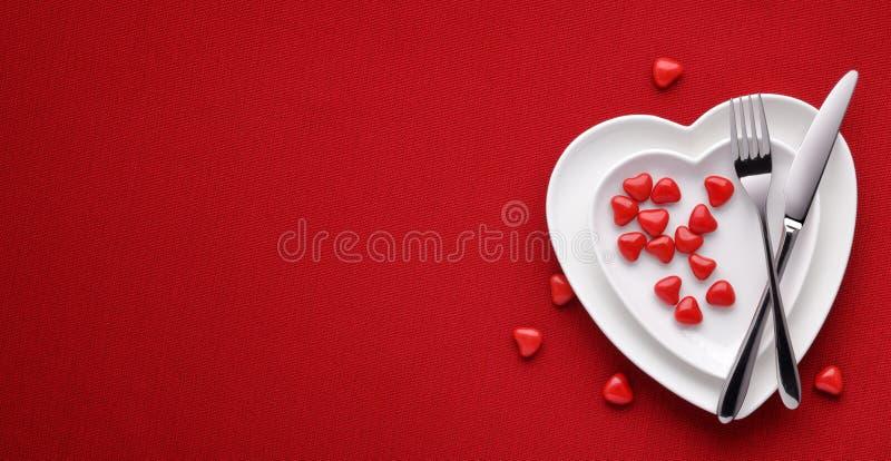 Download Het Concept Van De Dag Van Valentijnskaarten Stock Foto - Afbeelding bestaande uit centrepiece, feestelijk: 107707770