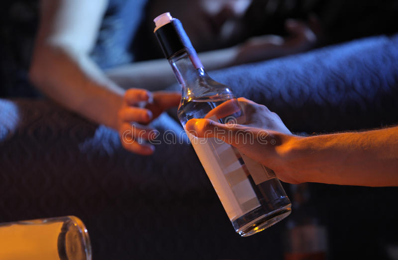 Het concept van de de alcoholverslaving van de tiener royalty-vrije stock afbeelding