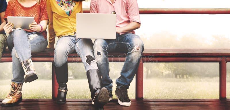 Het Concept van de de Vriendschapstechnologie van de jeugdvrienden samen