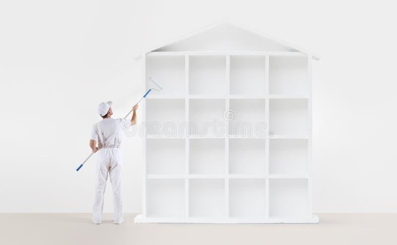 Het concept van de huisdienst schildersmens met verfrol, het schilderen a royalty-vrije illustratie