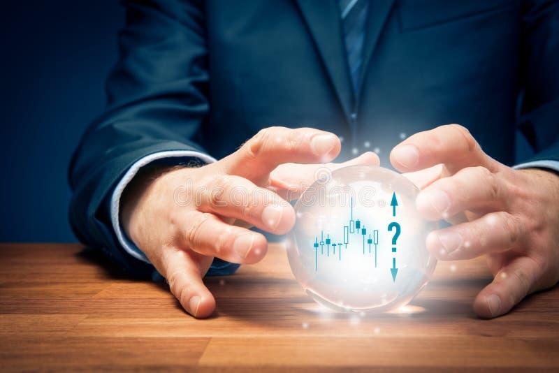 Het concept van de investeringsvoorspelling met kristallen bol royalty-vrije stock afbeelding