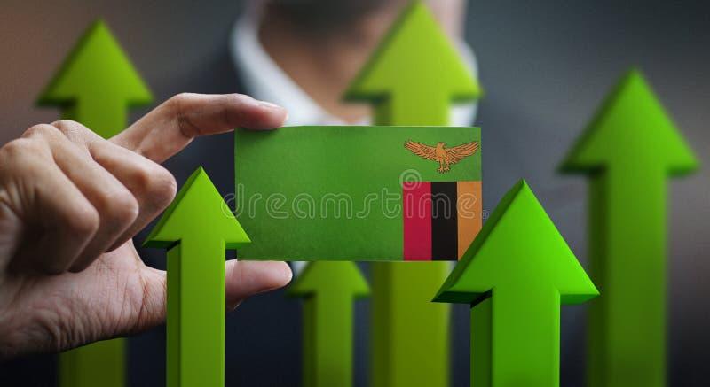 Het Concept van de natiegroei, Groene Omhooggaande Pijlen - Zakenman Holding Car royalty-vrije stock foto's