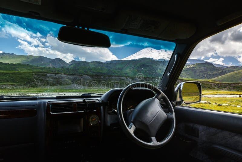 Het concept van het de reisavontuur van de vrijheidsauto Mening van de auto Punt o stock foto's