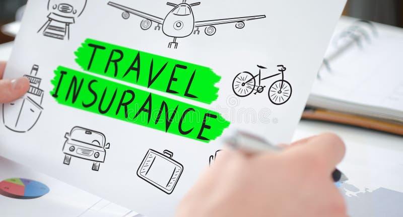 Het concept van de reisverzekering op een document stock fotografie
