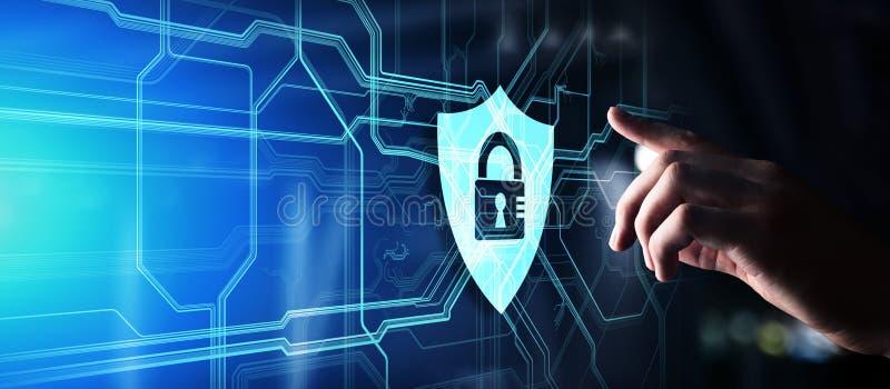 Het concept van de schild cyber veiligheid op het virtuele scherm Gouden Tekst op Donkere Achtergrond Informatieprivacy royalty-vrije stock fotografie