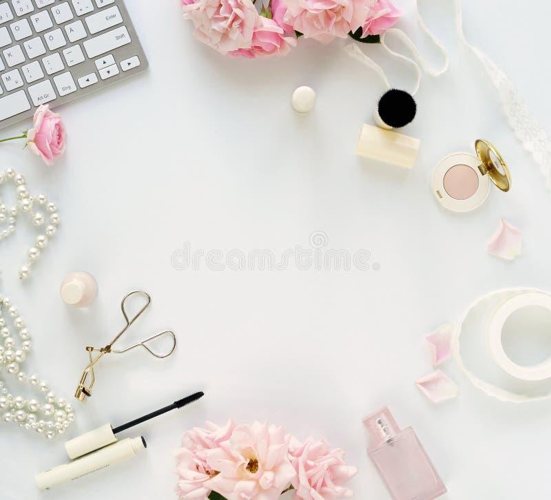Het concept van de schoonheidsblog Vrouwelijk maak omhoog toebehoren stock fotografie