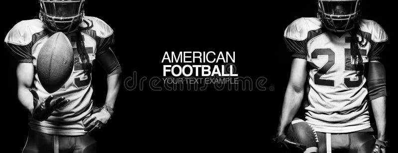 Het concept van de sport De Amerikaanse speler van de voetbalsportman op zwarte achtergrond met exemplaarruimte Het concept van d stock afbeelding