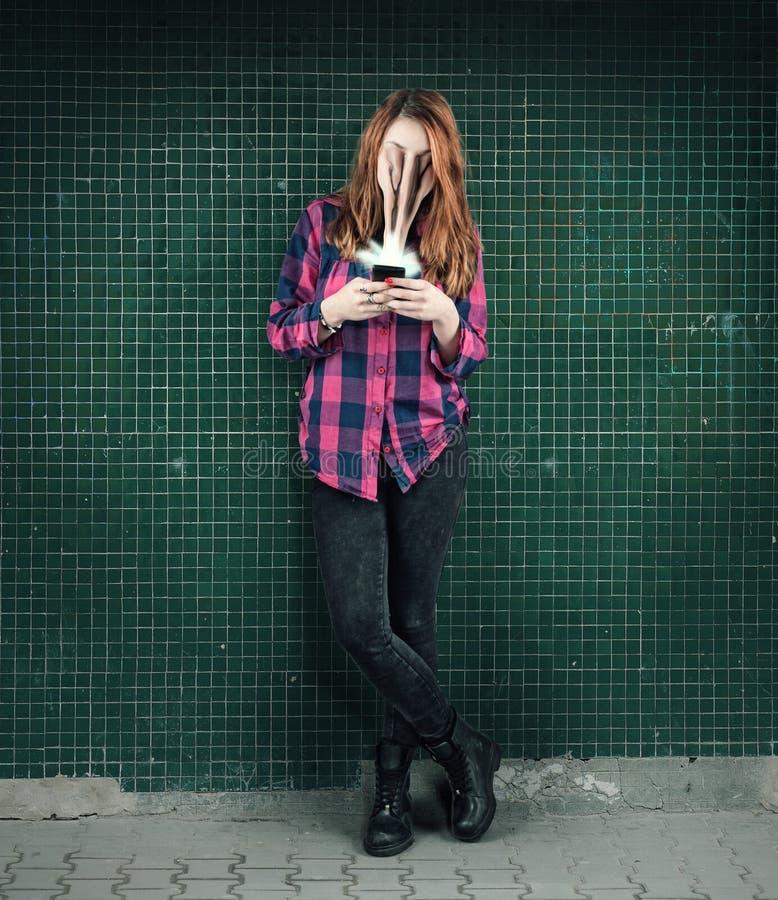 Het concept van de telefoonverslaving stock afbeeldingen
