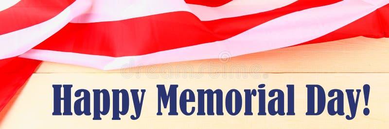 Het concept van de V.S. Memorial Day met kalender en de rode herinneringspapaver op Amerikaanse sterren en strepen markeren banne royalty-vrije stock foto