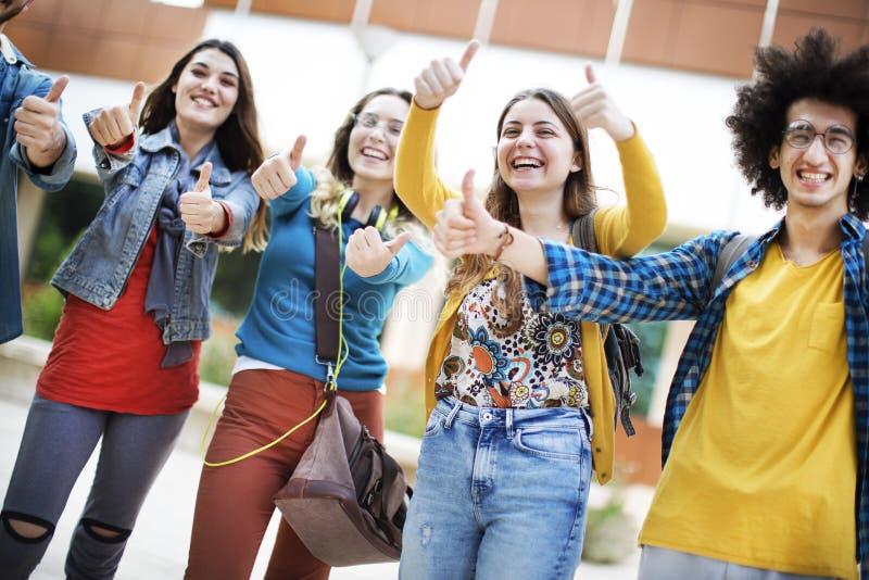 Het concept van de vriendschapsstudenten van tienersvrienden stock afbeelding
