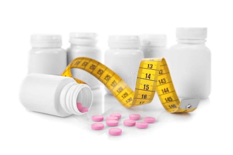 Het concept van het dieet Het meten van band en plastic flessen stock afbeelding