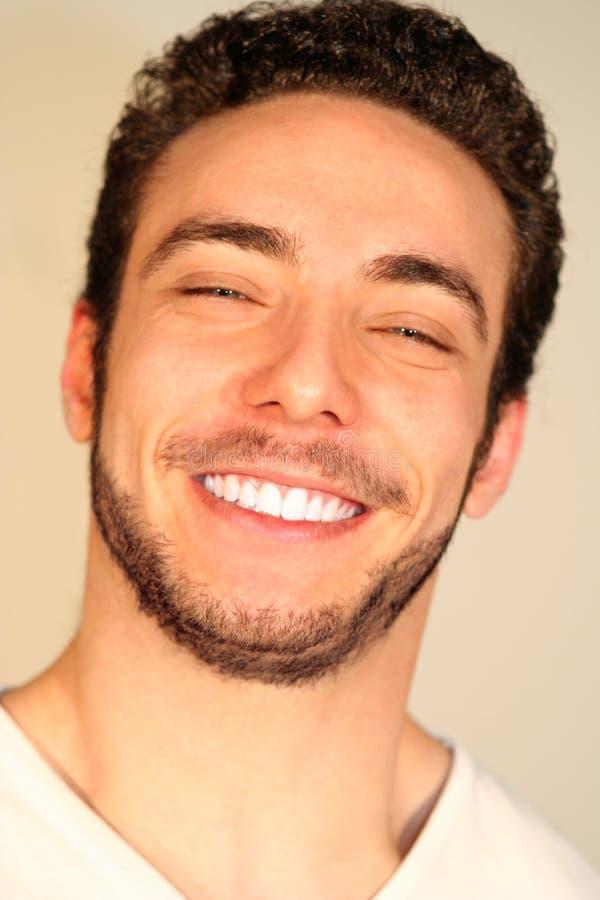 Het concept van het geluk en van de vreugde/Glimlachende jongen stock fotografie