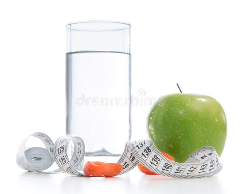Het concept van het gewichtsverlies met meetlint organische groene appel stock afbeelding