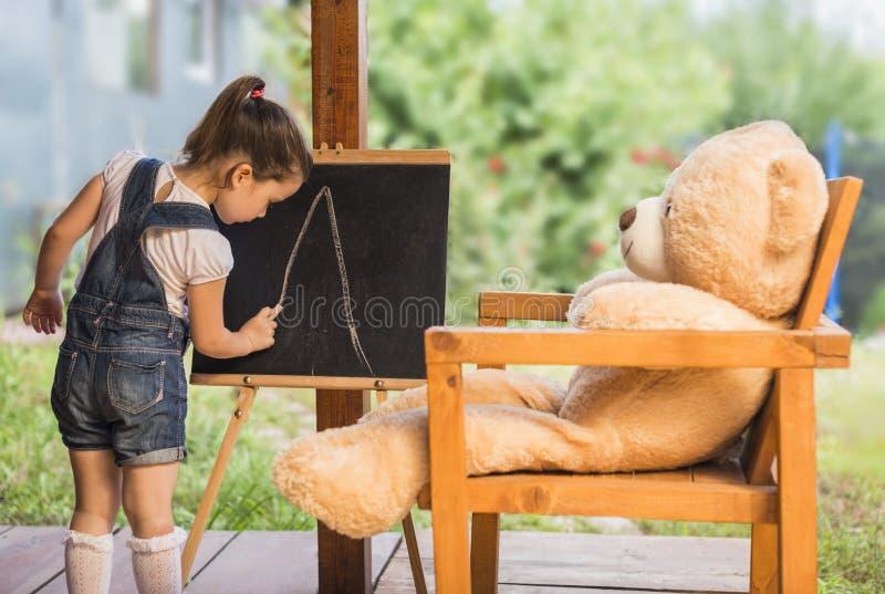 Het concept van het kinderenonderwijs stock fotografie