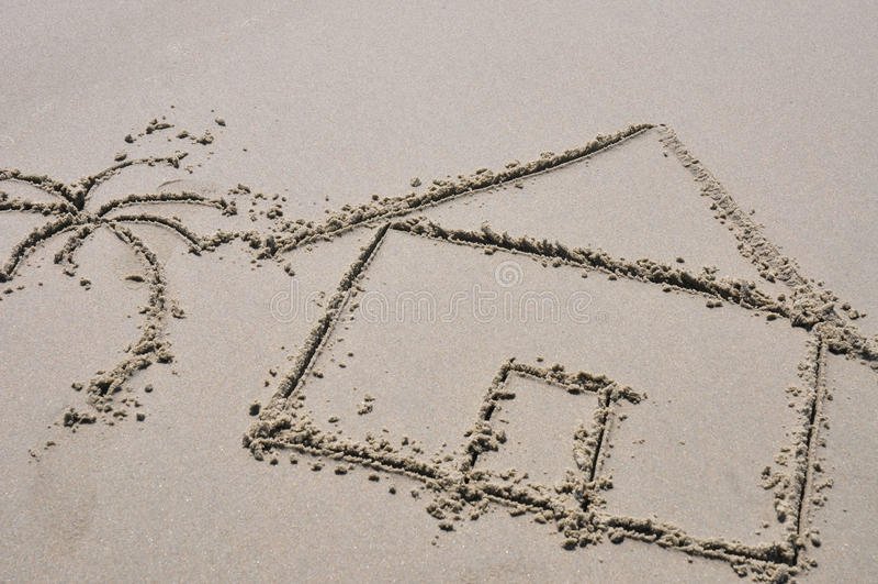 Het concept van het strandhuis in het zand wordt getrokken dat stock afbeelding