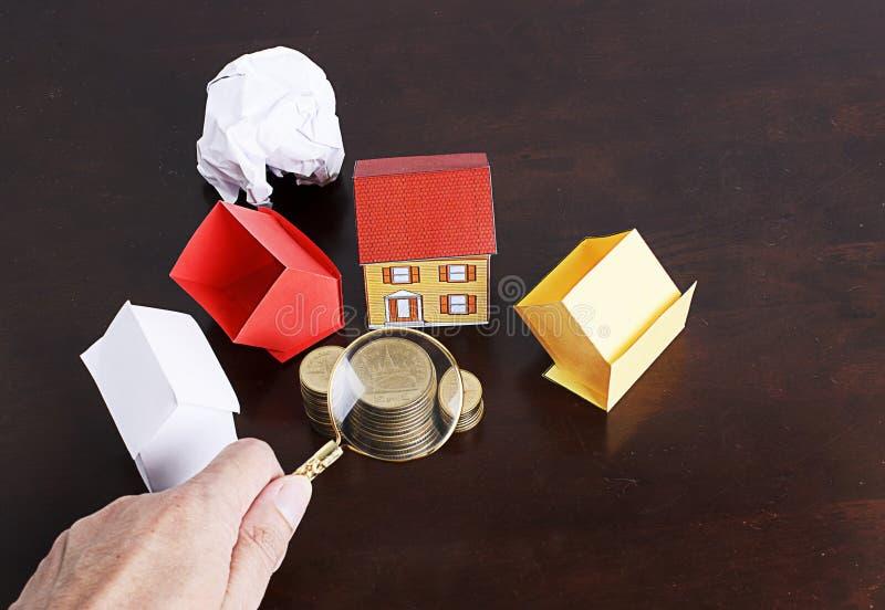 Het concept van hypotheekleningen met document huis en muntstukkenstapel royalty-vrije stock afbeelding