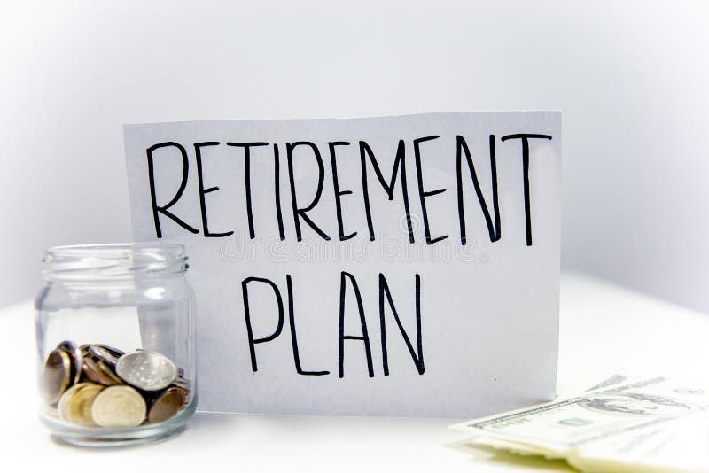 Het concept van het pensioneringsfonds - geld en een calculator royalty-vrije stock afbeelding