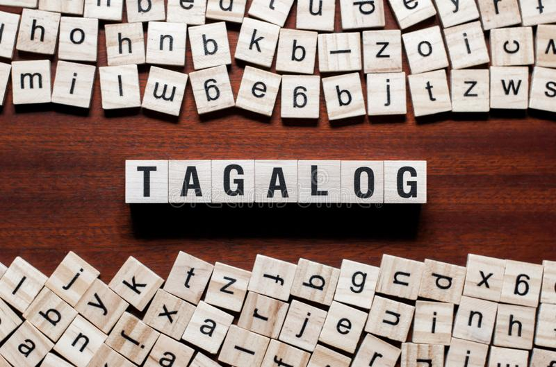 Het concept van het Tagalogwoord op kubussen stock foto