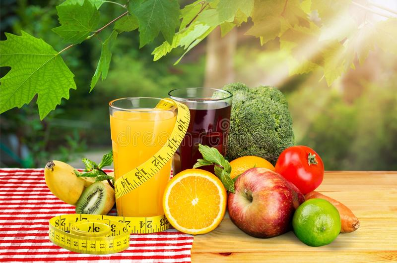 Het concept van het het verliesontbijt van het dieetgewicht op achtergrond stock foto