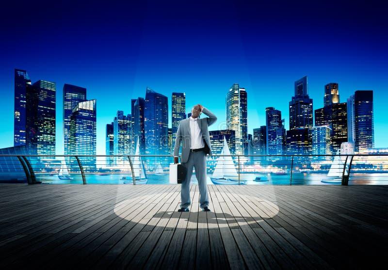 Het Concept van Weary Contemplation Cityscape van de schijnwerperzakenman royalty-vrije stock afbeelding