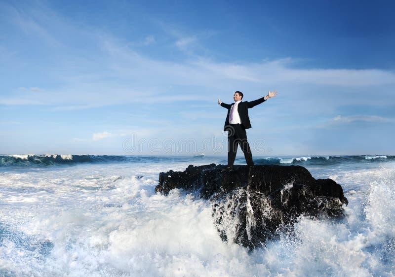 Het Concept van zakenmanstaying alone island stock afbeeldingen