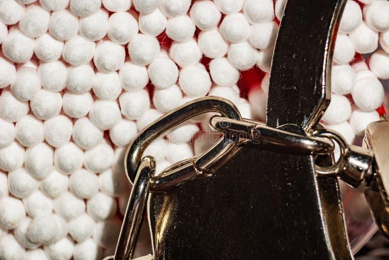 Het concept verbod van plastiek met katoenen knoppen en handcuffs stock fotografie