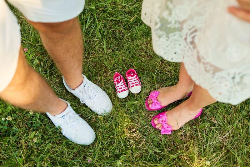 Het concept zwangerschap, de pasgeboren verwachtingen Hoogste mening van royalty-vrije stock foto