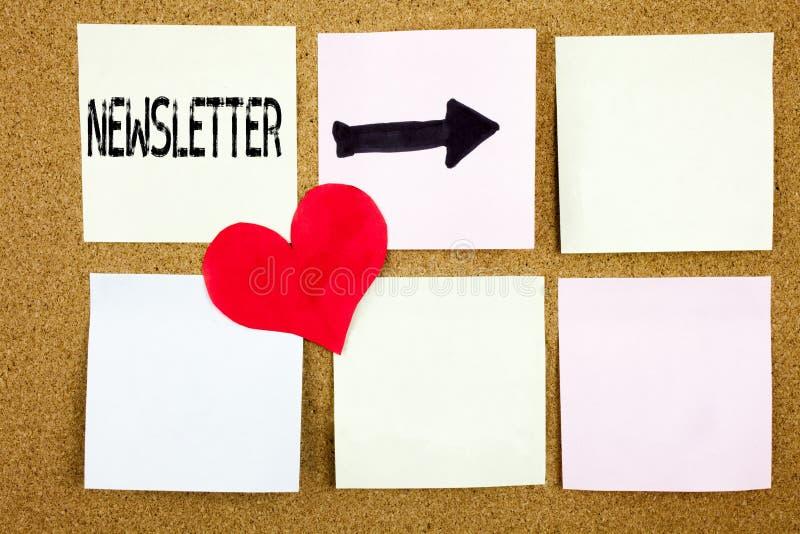 Het conceptuele hand het schrijven de inspiratie van de teksttitel tonen tekent Bulletinconcept voor de Online Mededeling en Lief stock afbeeldingen
