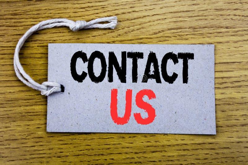 Het conceptuele hand het schrijven teksttitel tonen contacteert ons Bedrijfsdieconcept voor Klantenondersteuning op prijskaartjed stock foto's