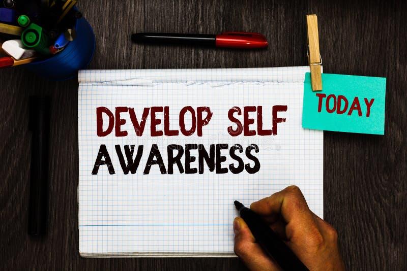 Het conceptuele hand het schrijven tonen ontwikkelt Zelfbewustzijn De verhogings bewuste kennis van de bedrijfsfototekst van eige stock afbeelding