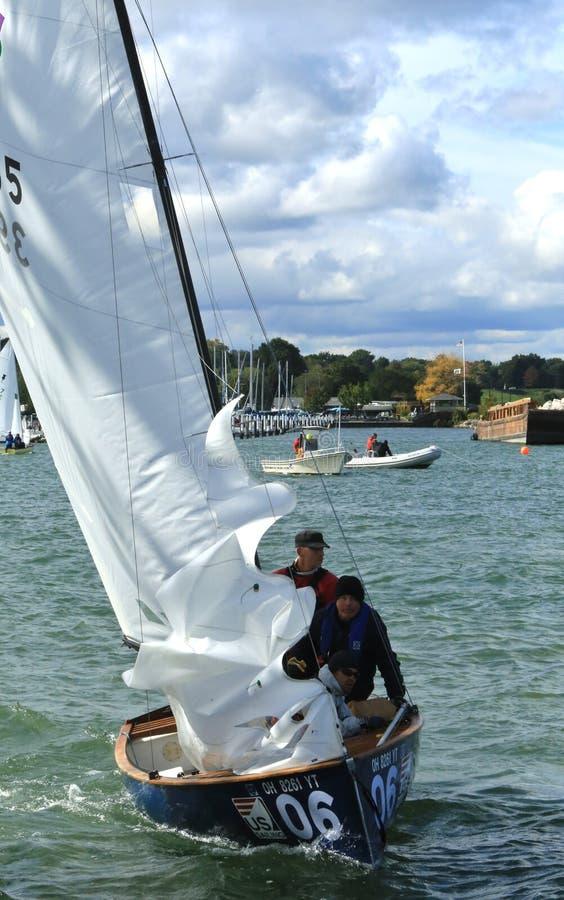 Het concurrerende varen in Meer Erie stock afbeeldingen
