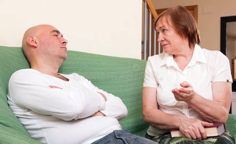 Het conflict tussen moeder en zoon royalty-vrije stock foto's