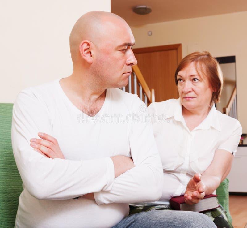 Het conflict tussen moeder en zoon royalty-vrije stock foto