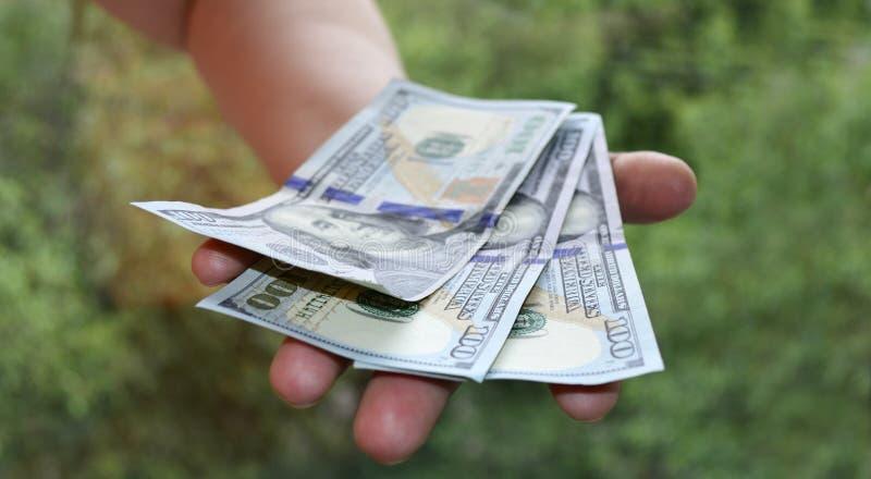 Het contante geld neemt ter beschikking van nota stock foto's