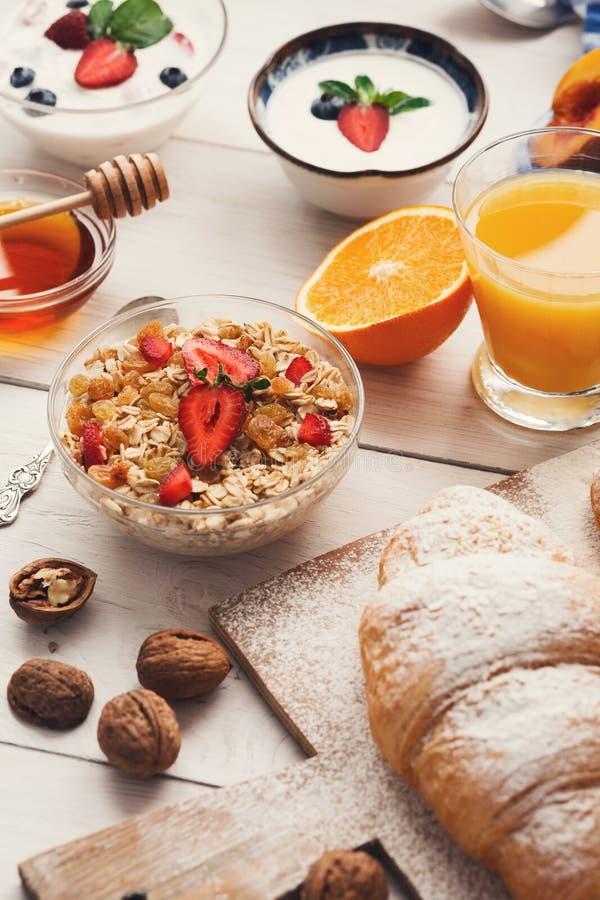 Het continentale ontbijtmenu woden lijst royalty-vrije stock foto's