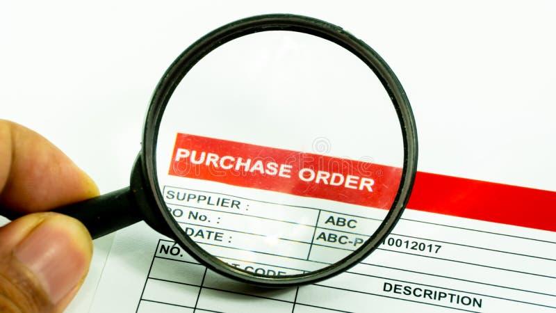 Het contractteken aankoop van het bedrijfs financieel ordedocument stock fotografie