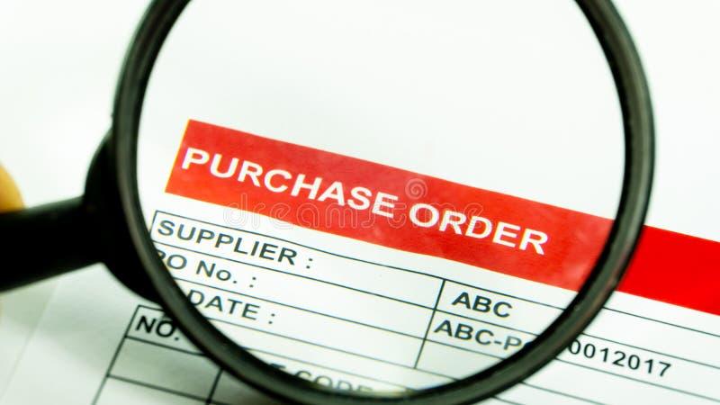 Het contractteken aankoop van het bedrijfs financieel ordedocument stock afbeelding