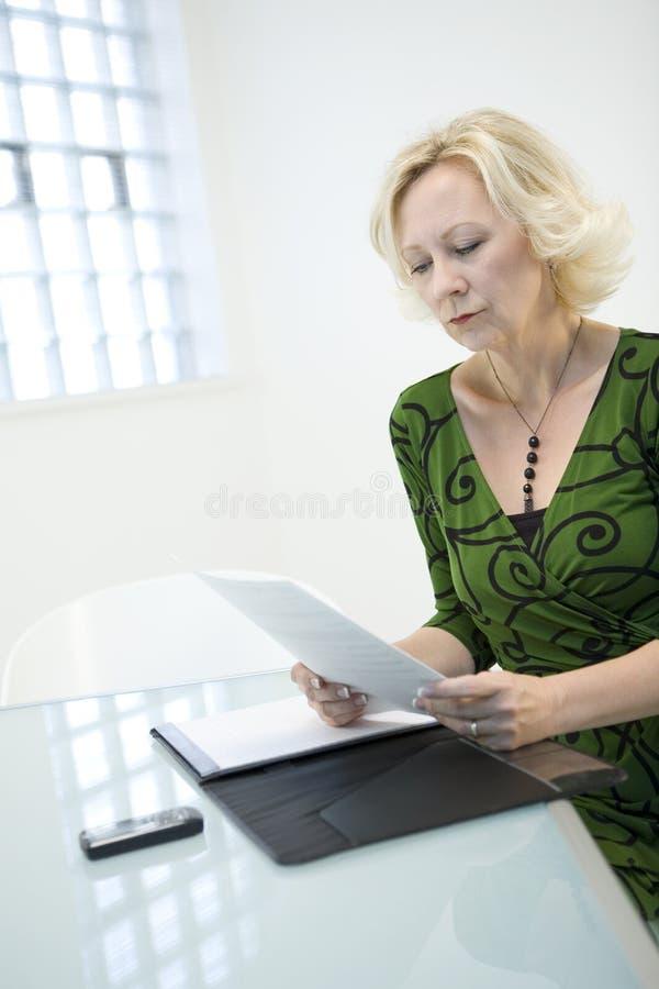Het controleren van Documenten royalty-vrije stock foto's