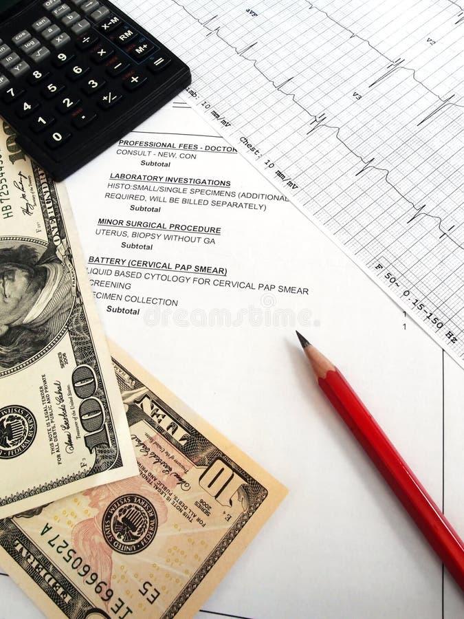Het controleren van medische rekeningen stock fotografie