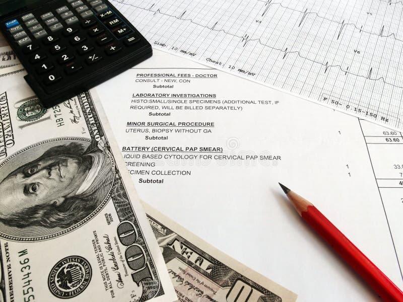 Het controleren van medische rekeningen stock afbeeldingen