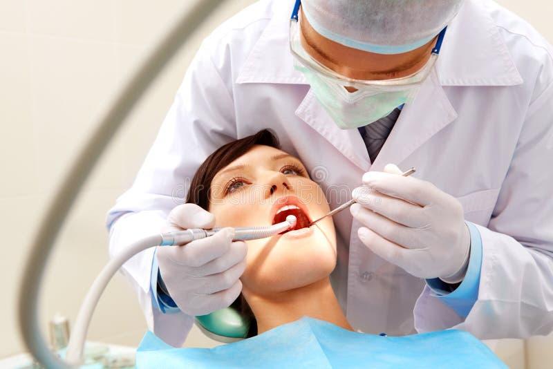 Het controleren van tanden royalty-vrije stock foto's