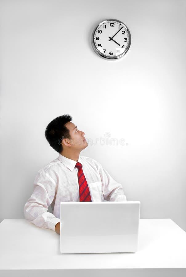 Het controleren van tijd stock afbeelding